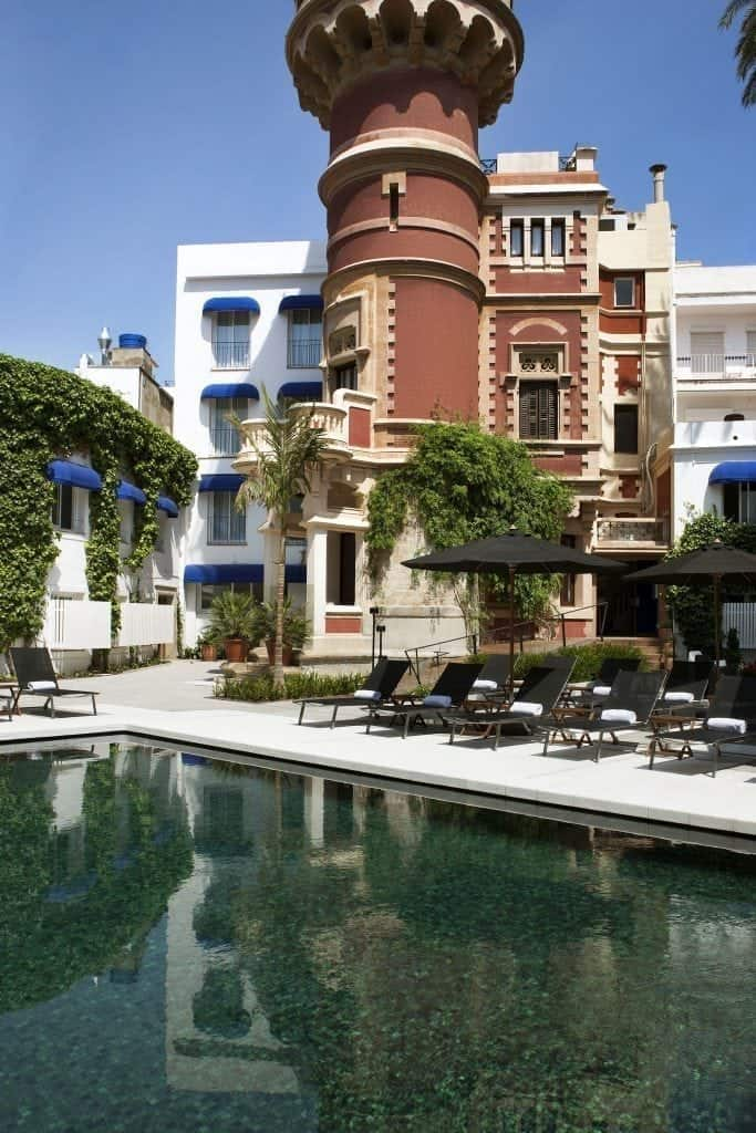 Torre e piscina dell´hotel medium sitges park